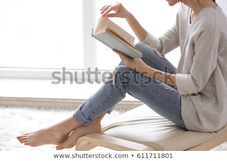 aantrekkelijk · meisje · lezing · boek · sofa · home · jonge - stockfoto © stokkete