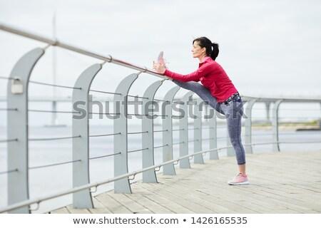 Montare donna matura up pier mare Foto d'archivio © wavebreak_media