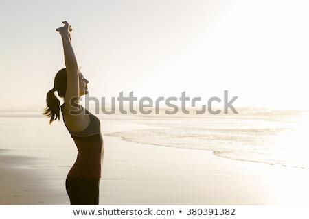 gespierd · jonge · vrouw · atleet · naar · camera · zwarte - stockfoto © julenochek