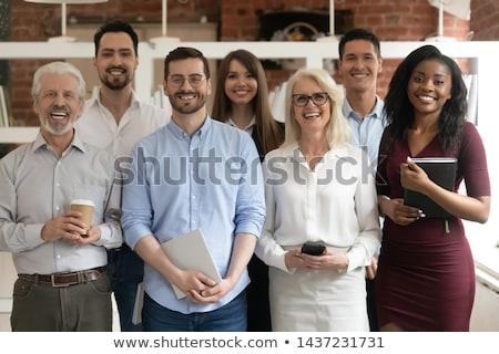 Foto stock: Jovem · empresário · senior · clientes · em · pé · escritório