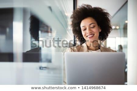üzletasszony digitális képernyő középső rész fehér nő Stock fotó © wavebreak_media