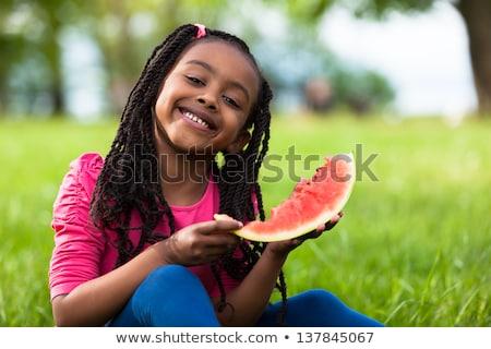 女性 · 食べ · スイカ · 興奮した · 立って · 表 - ストックフォト © bluering