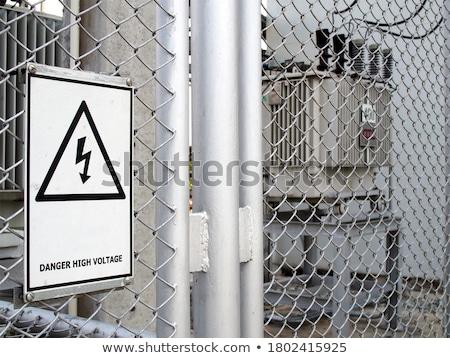 Niebezpieczeństwo ostrzeżenie znaki wiszący metal sieci Zdjęcia stock © vlaru