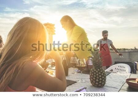 Vrouwen patio lachend twee vrouwen lachen Stockfoto © saje