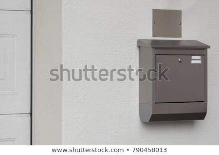 Modernes boîte aux lettres mur design lettre couronne Photo stock © tungphoto