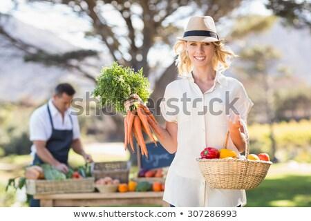 mujer · cesta · hortalizas · femenino · frescos - foto stock © wavebreak_media