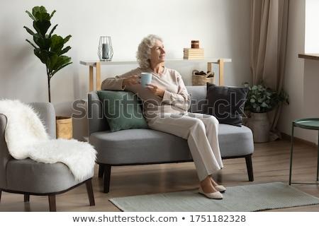 aantrekkelijke · vrouw · fauteuil · koffiemok · portret · vergadering · ontspannen - stockfoto © wavebreak_media