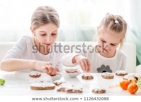 2 · 子供 · キッチン · クッキー · 笑みを浮かべて · 食品 - ストックフォト © monkey_business