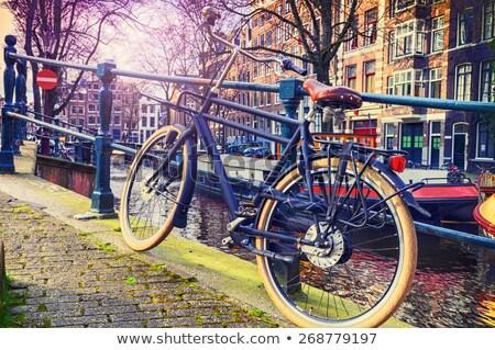 Bicicletas canal Amsterdam pie caída Foto stock © neirfy