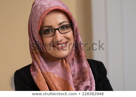 jonge · moslim · zakenvrouw · pak · hijab · lezing - stockfoto © szefei
