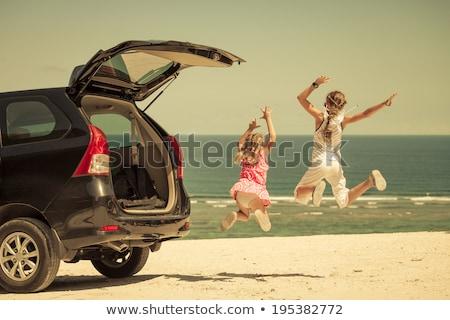 autó · bérlet · nő · megnyugtató · tengerpart · mosoly - stock fotó © iko