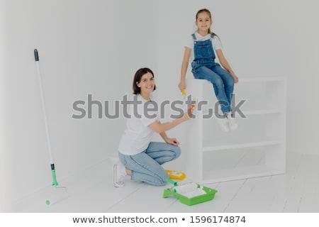 Lövés anya kicsi dolgozik lánygyermek póz Stock fotó © vkstudio