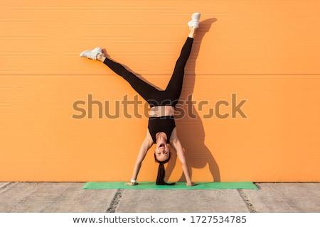 стойка на руках оранжевый осуществлять человека красивой построить Сток-фото © mayboro