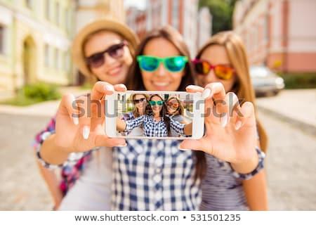 Femminile incollaggio donne amici gruppo divertimento Foto d'archivio © photography33