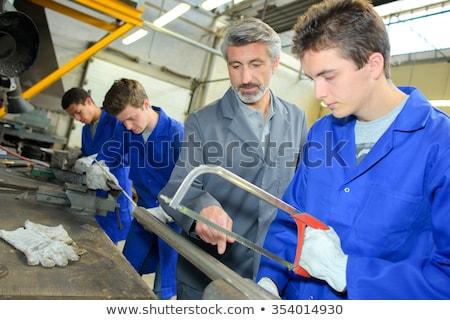 Homme enseignement apprenti coupé tube mur Photo stock © photography33
