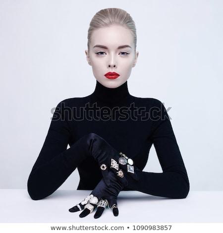 fata · frumoasa · modă · model · colier · prezinta · studio - imagine de stoc © victoria_andreas