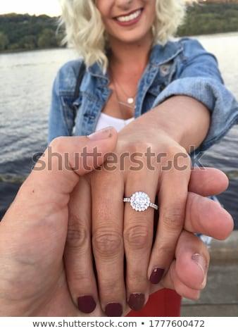 Eljegyzési gyűrű kéz esküvő háttér fém szépség Stock fotó © Elnur