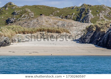 Küçük plaj dağlar kayalar görmek Stok fotoğraf © Steffus