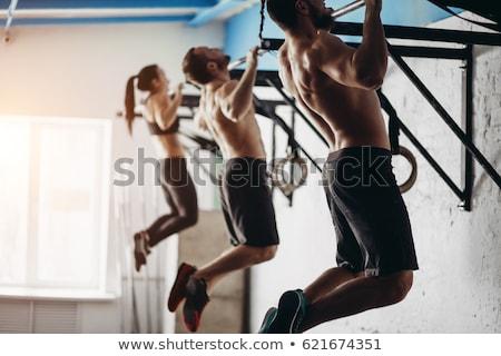 férfi · húzás · fiatal · sportos · sportruha · felfelé - stock fotó © deandrobot