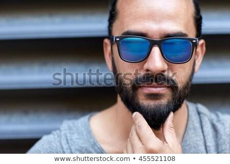 uomo · occhiali · da · sole · toccare · barba · strada · urbana · stile · di · vita - foto d'archivio © dolgachov