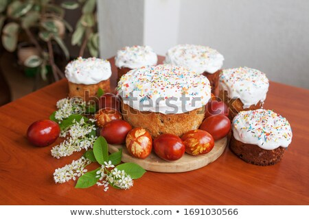 Easter orthodox sweet bread, kulich and colorful quail eggs Foto stock © Melnyk