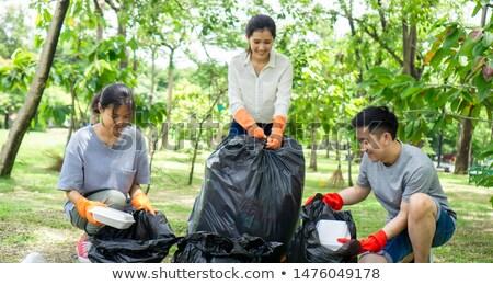 Man verzamelen vuilnis buitenshuis kaukasisch Stockfoto © nito