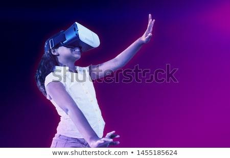 Meisje genieten virtueel realiteit verlicht Stockfoto © wavebreak_media