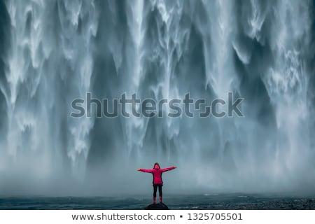 Kalandos női áll vízesések egy természet Stock fotó © lovleah