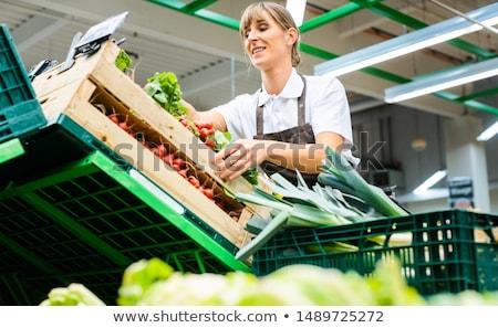 Kadın çalışma süpermarket meyve sebze taze meyve Stok fotoğraf © Kzenon
