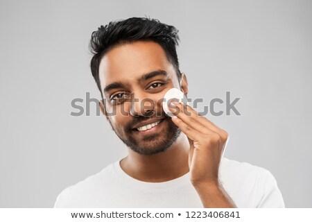 Uśmiechnięty indian człowiek czyszczenia twarz bawełny Zdjęcia stock © dolgachov