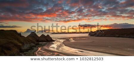 Plaj kum kayalar güneşli Stok fotoğraf © ndjohnston