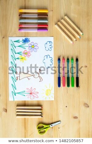 Disegno elementare matite pastelli tavolo in legno parecchi Foto d'archivio © pressmaster