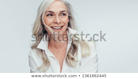 Foto d'archivio: Casuale · donna · matura · indossare · bianco · buio · blu