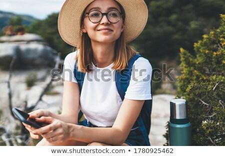 Ritratto bella donna seduta montagna Foto d'archivio © Yatsenko