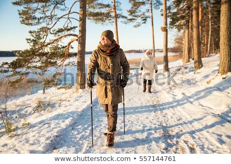 marche · hiver · femme · neige - photo stock © kzenon