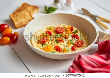 delicioso · huevo · frito · especias · tocino · tomates · blanco - foto stock © dash