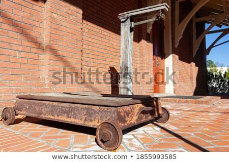 Holz Wand rostigen Metall Strahl Gebäude Stock foto © feverpitch