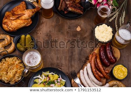 Bier zoute krakelingen worstjes zuurkool oktoberfest voedsel Stockfoto © furmanphoto