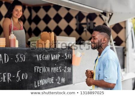 Maschio cliente guardando cartellone alimentare camion Foto d'archivio © dolgachov