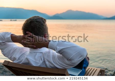 Foto stock: Homem · de · negócios · escritório · praia · negócio · internet · trabalhar
