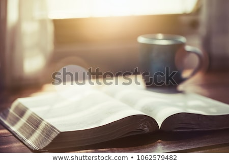 bible · sale · mains · vieux · court - photo stock © Stocksnapper