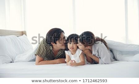 Сток-фото: пару · кровать · дочь · домой · молодые · смеяться