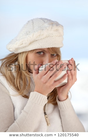 vrouw · bont · hoed · koffie · winter · bos - stockfoto © photography33