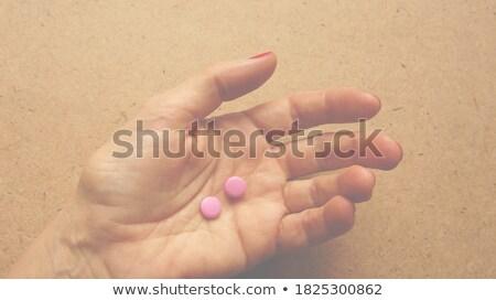 Femme main deux pilules Photo stock © jaycriss