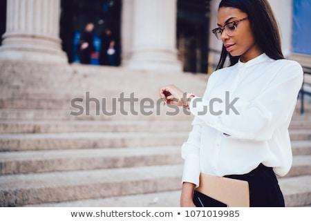 привлекательный деловая женщина время портрет красивой белый Сток-фото © williv