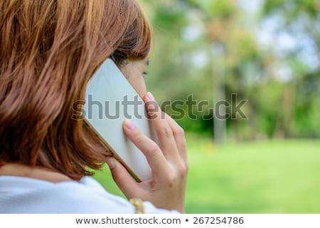 Ernstig zakenvrouw praten mobiele telefoon witte telefoon Stockfoto © wavebreak_media