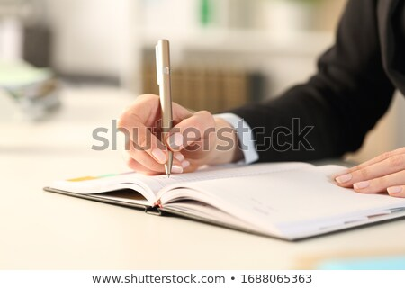 jeune · fille · table · bureau · fille · ordinateur · notepad - photo stock © minervastock