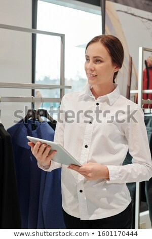 Giovani elegante shop assistente boutique tablet Foto d'archivio © pressmaster