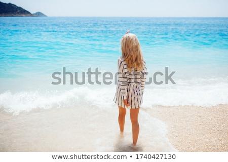 Młodych szczęśliwy blond kobieta piękna tropikalnych Zdjęcia stock © dashapetrenko