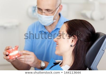 Tandarts arts uitleggen orthodontische medische behandeling Stockfoto © AndreyPopov